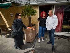 Gemist? Aboutaleb sluit bekend Feyenoord-café na explosie en Prinsenmolen in de geest van Christo