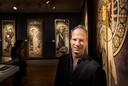Directeur Maarten Kentgens van het Nederlands Steendrukmuseum, hier tijdens de Mucha-expositie.