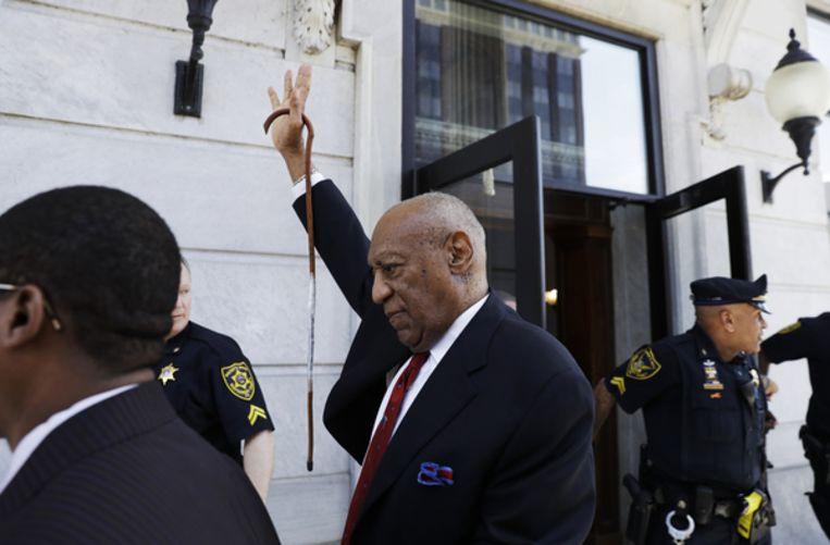 Bill Cosby verlaat het Montgomery County Courthouse in Norristown nadat hij schuldig is bevonden Beeld AP