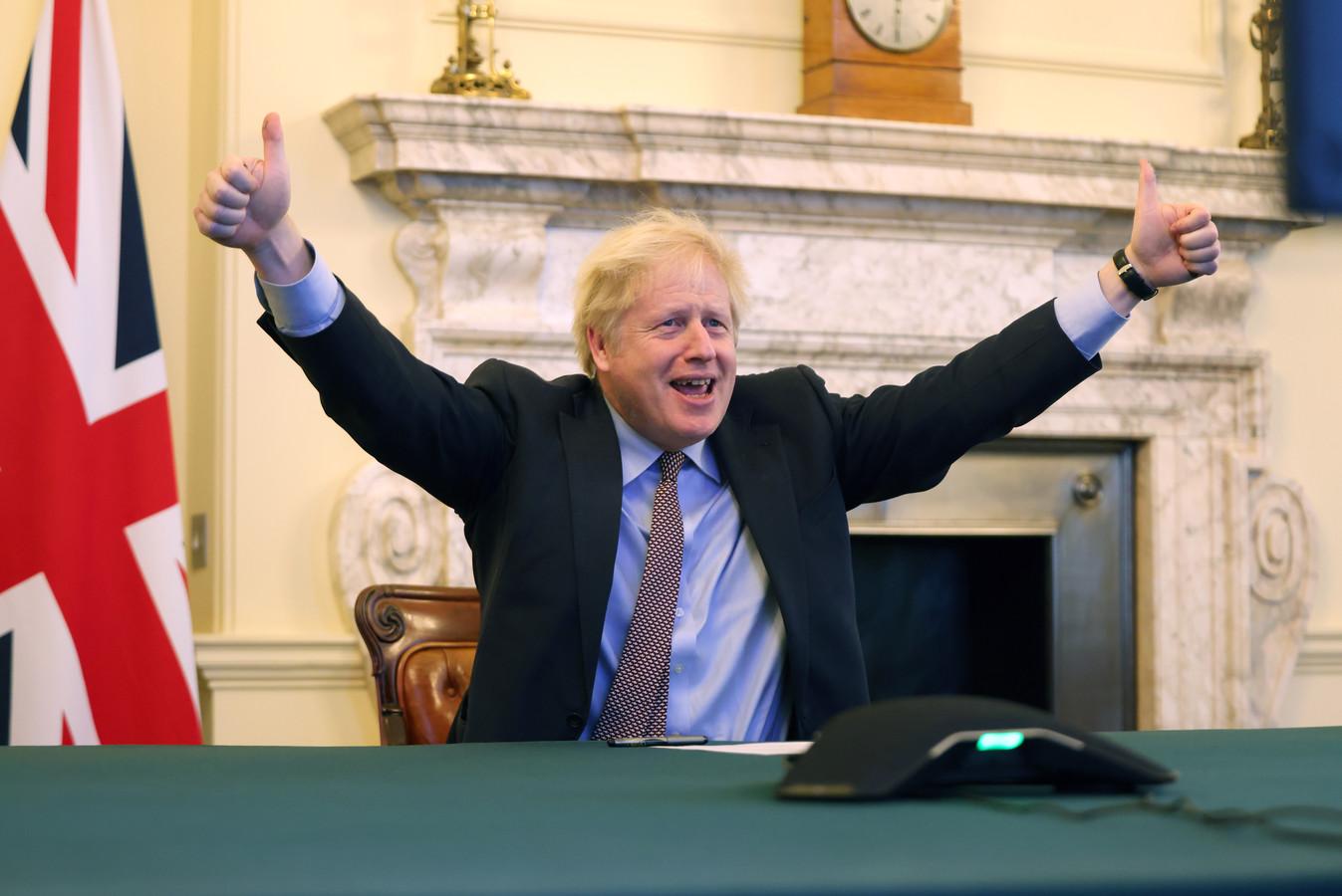 De Britse premier Boris Johnson tijdens een videoverbinding met de president van de Europese Commissie Ursula von der Leyen op donderdag.