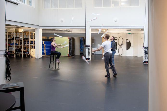 Er is al aardig wat aangepakt in De Kroon, maar de officiële online opening van Circus Studio Rotterdam is eind deze maand pas.