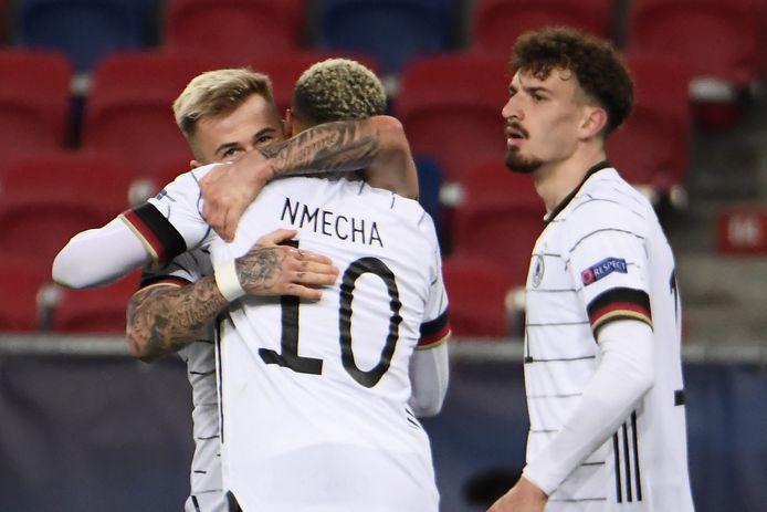Nmecha krijgt felicitaties van Dorsch.