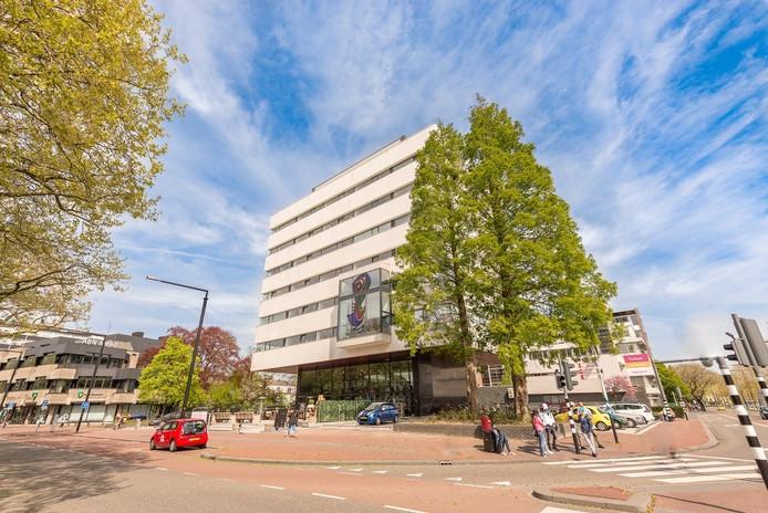 Het Tomadohuis in Dordrecht is een kantoorgebouw dat is omgebouwd tot woningen.