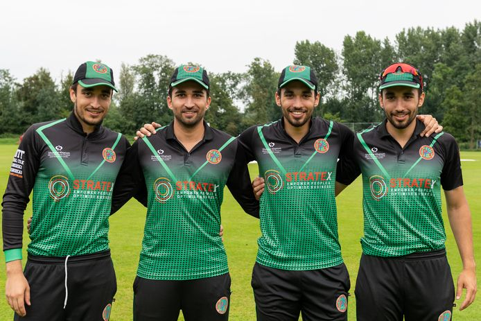 Vlnr: de cricketbroers Asad, Rehmat, Saqib en Siqander Ali Zulfiqar van Punjab CCR