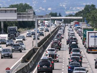Nu al druk op Europese wegen: wie kan vertrekt best zondag, Frankrijk maakt zich klaar voor 'zwarte zaterdag'