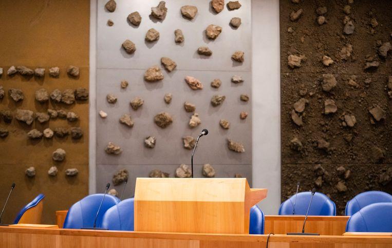 Deel van het kunstwerk 'Aarde' van Jos de Putter in de nieuwe plenaire zaal van de Kamer. Beeld Freek van den Bergh/VK