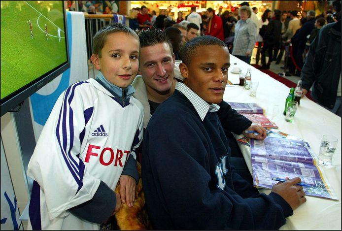 Kompany en Baseggio op een handtekeningensessie in 2003.