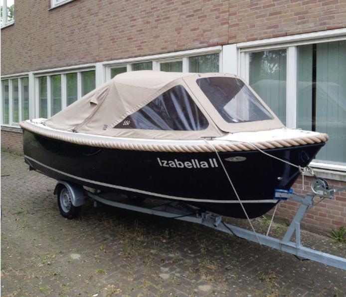 De aangehouden mannen waren in het bezit van deze boot.