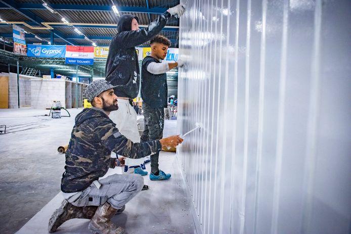 Kansarme jongeren en volwassenen kregen de kans om binnen 6 maanden weer aan het werk te gaan in bouw en energie banen.