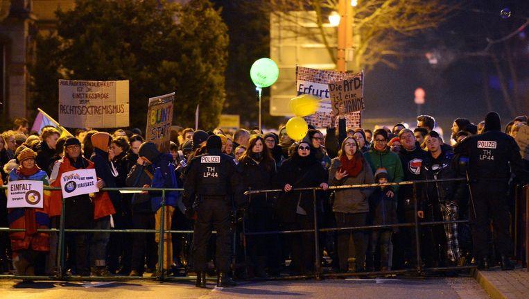 Demonstranten voerden een tegendemonstratie tegen een door de AfD opgeroepen protest in Erfurt, Duitsland, op 16 maart. Beeld epa