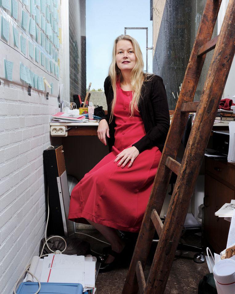 Sabine van den Berg in haar 'schrijfkast'.  Beeld Erik Smits