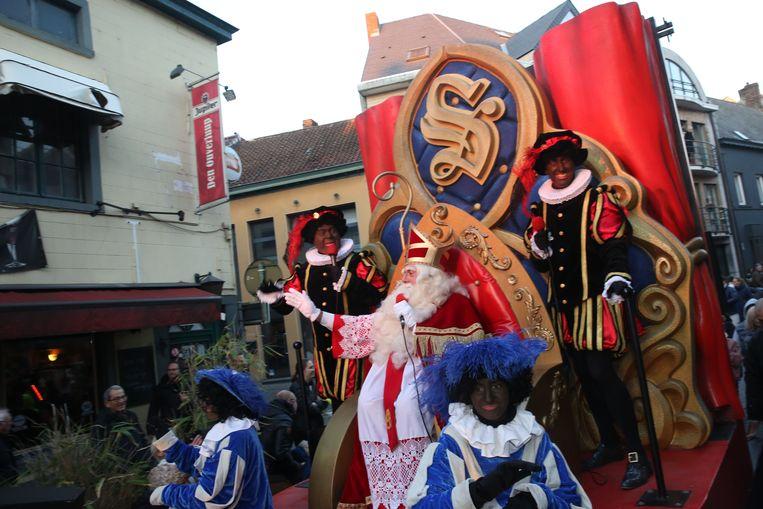 Sinterklaas en zijn zwarte pieten vorig jaar tijdens een grote Sinterklaasparade.