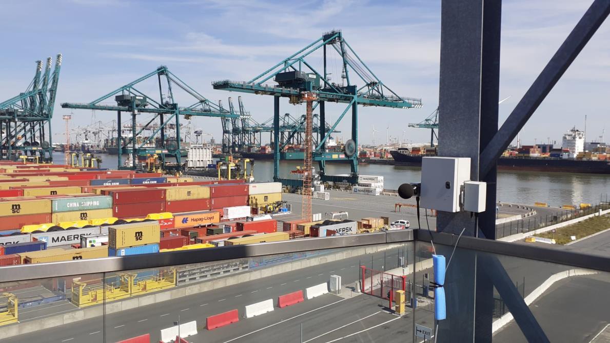 Er werden enkele maanden lang geluidsmeters geplaatst op verschillende plaatsen in de haven zoals op de MPET-terminal.
