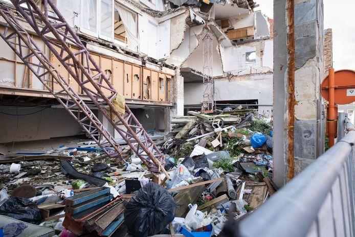 MECHELEN De voormalige Spar supermarkt in de Pareipoelstraat is een ruïne en een sluikstort