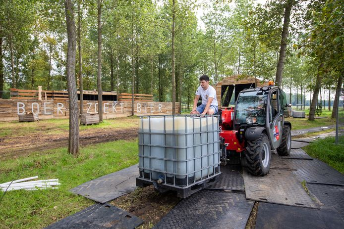 Afgelopen week startte de organisatie van 'Boer Zoekt Bier' met de opbouw van het festival.
