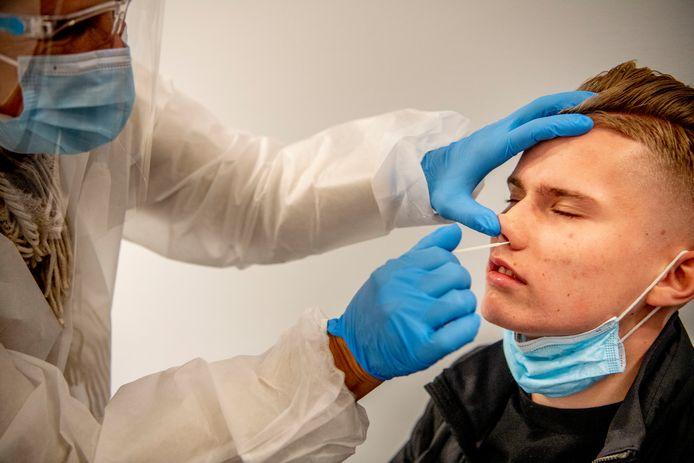 In Twente zijn het afgelopen etmaal 111 mensen positief getest op het coronavirus. Er waren geen nieuwe sterfgevallen door het virus.