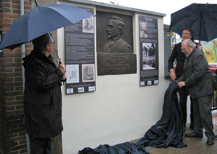 Op Erfgoeddag werd de gedenkplaat voor uitvinder Karel Van de Poele opnieuw ingehuldigd in Lichtervelde.