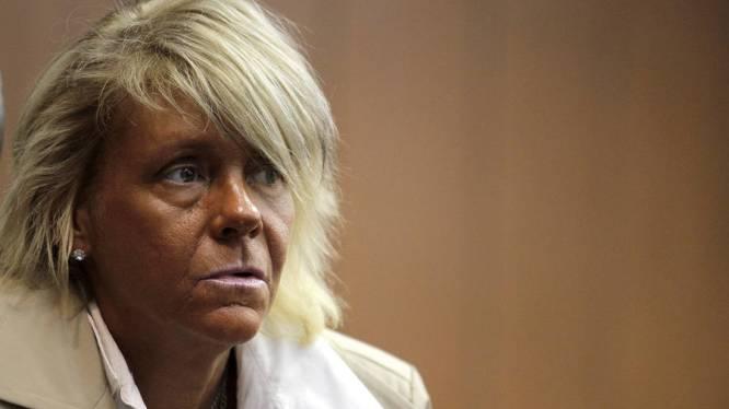 """La mère accro au bronzage moquée: """"On la fait passer pour un monstre"""""""