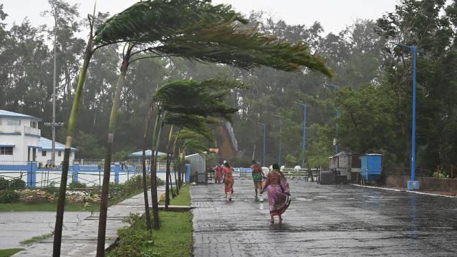 Zware cycloon Yaas aan land in India, al twee mensen overleden