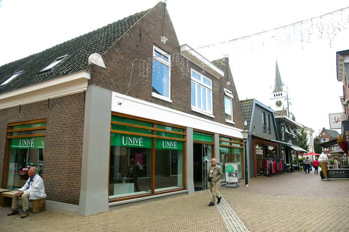 Univé Stad en Land sluit per 1 september negen winkels, waaronder die aan de Brugstraat in Ommen.