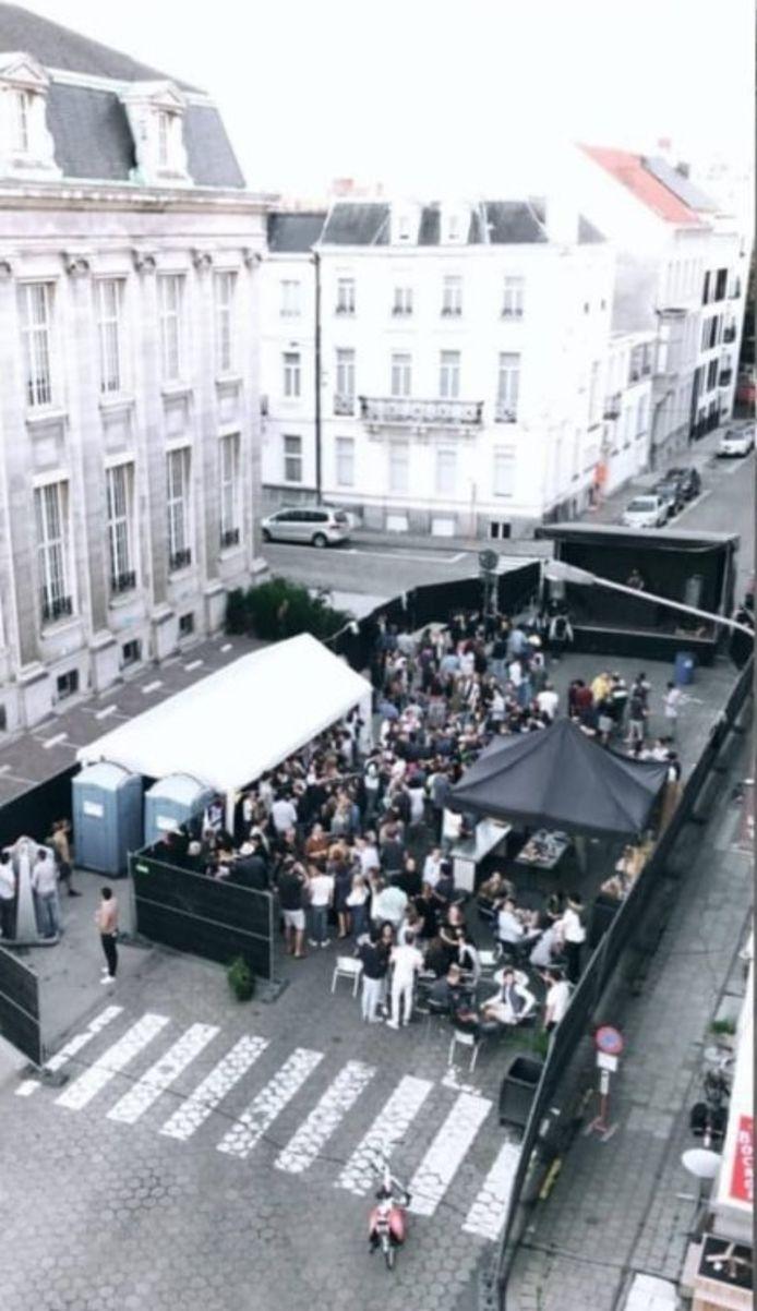 Een beeld vanuit de lucht, van het minifestival