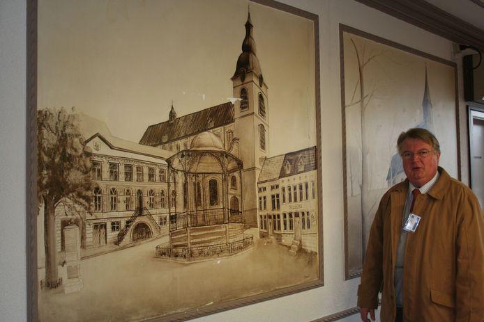 Freddy bij zijn muurschilderingen in de brouwerij Hoegaarden
