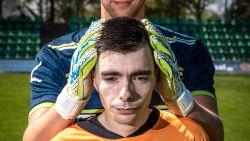 Seba (22) was elke dag uren onderweg om favoriete doelman te zien trainen: voetbalclub regelt flat voor autistische fan