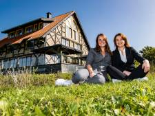 Zusjes uit Wijhe storten zich halsoverkop in hotelavontuur: 'De adrenaline giert nog steeds door ons lijf'