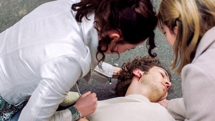 Jonas (Oscar Willems) kwam onder een wagen terecht in 'Lisa'.