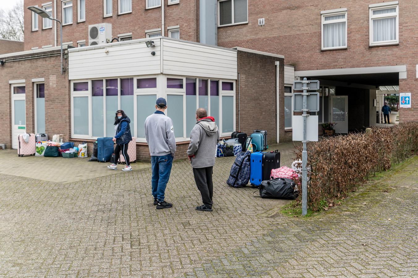 Arbeidsmigranten bij het City Hotel in Oss.