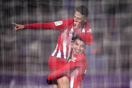 Santiago Arias viert zijn eerste goal voor Atlético Madrid.