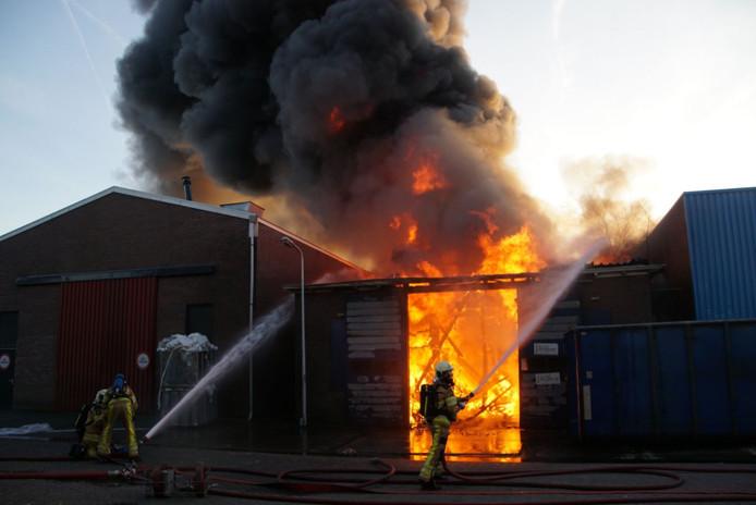 De brand vond plaats in een loods in het centrum van Genemuiden.