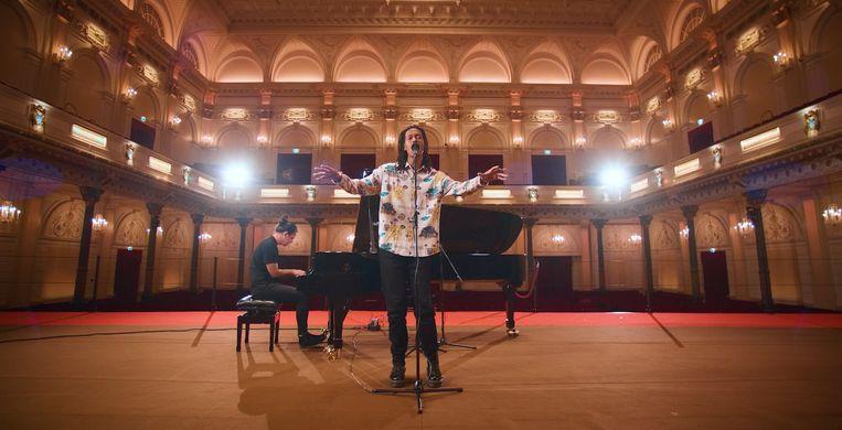 Jeangu Macrooy in Het Concertgebouw. Beeld Rauwkost / Het Concertgebouw