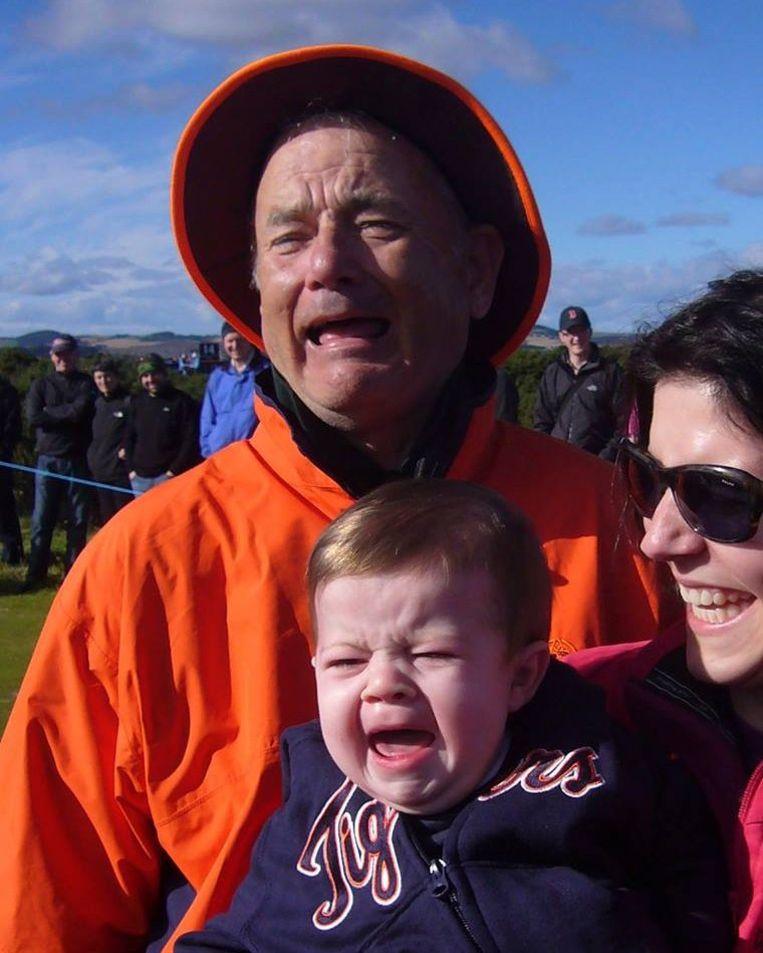 Bill Murray, waarschijnlijk, met Laura DiMichele-Ross en haar zoon Alexander.  Beeld Adam Ross (via Reasons My Son Is Crying)