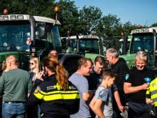 Politie stuurt tientallen boeren van de A12 bij De Meern af: 'Tractoren horen daar niet'