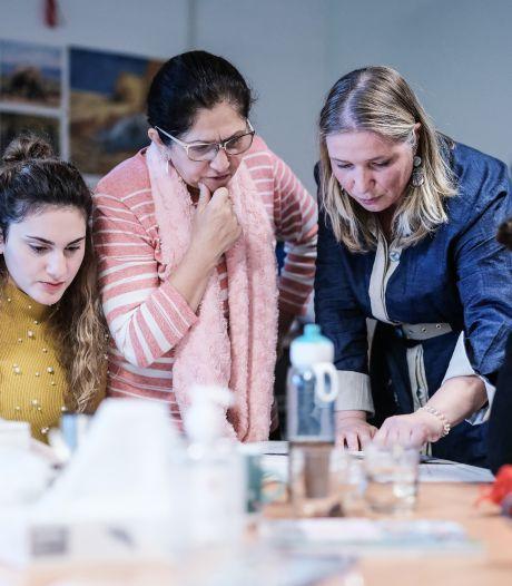 Nieuw naaiatelier voor vluchtelingen in Duiven: 'Geluk zit in kleine dingen'