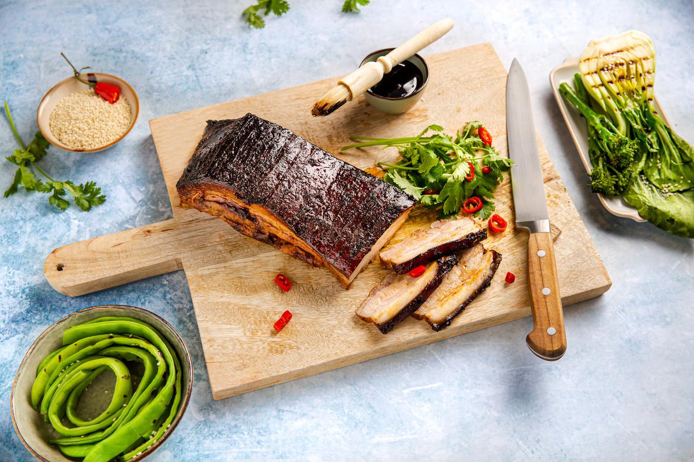Aziatisch gepekeld buikspek van de barbecue.