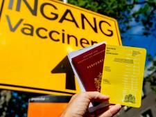 Verwarring in Twente rond stempels gele vaccinatieboekje: GGD stuurt dagelijks mensen weg