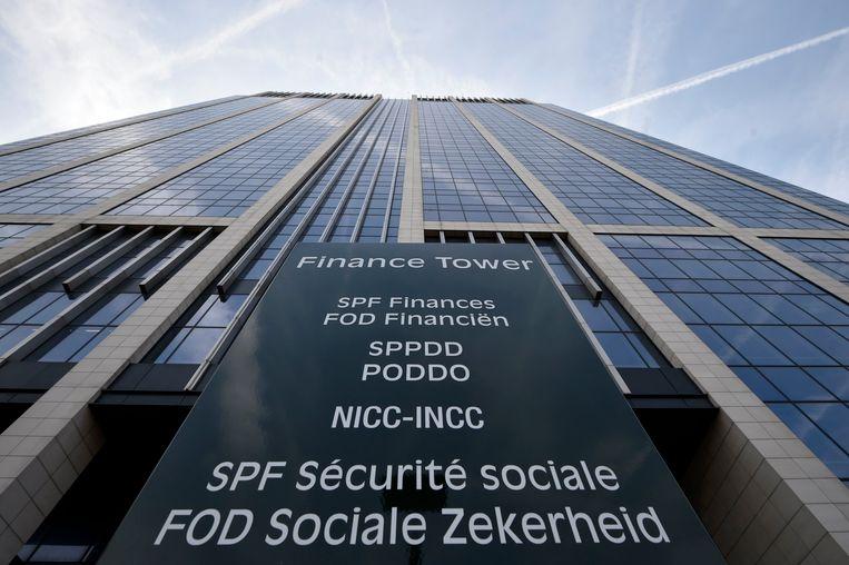 Belgische dochterbedrijven van multinationals én hun werknemers moeten voortaan socialezekerheidsbijdragen betalen op de aandelen die het buitenlandse moederbedrijf toekent.