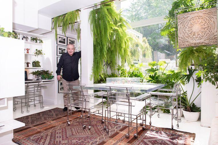 Ernst Wagner (76) is mede-oprichter en eigenaar van het verlichtingsbedrijf Modulighter. Hij woont in hartje Manhattan in een huis ontworpen door de Amerikaanse modernistische en brutalistische architect Paul Rudolph (1918-1997), een goede vriend van hem. Beeld Els Zweerink