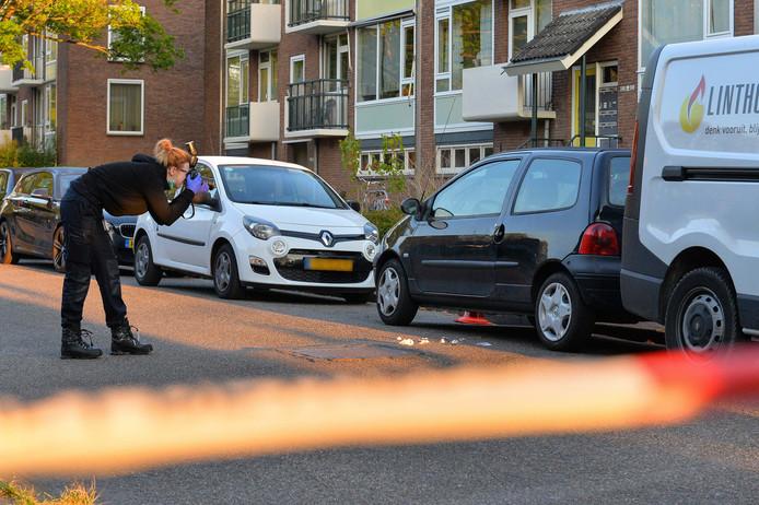 De politie voerde zaterdagochtend sporenonderzoek uit na de steekpartij.