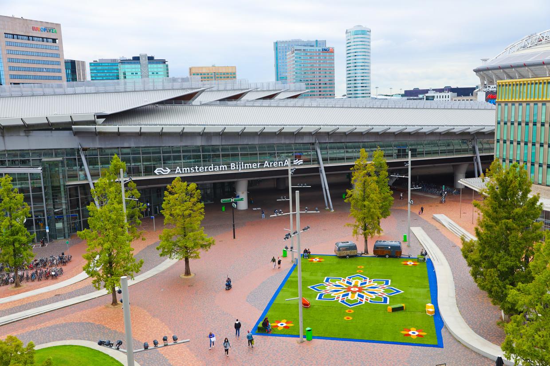Het tapijt, vlak voor station Bijlmer Arena. Beeld Randy da Costa