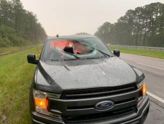 Blikseminslag op snelweg in Florida zorgt voor loslatend wegdek: auto doorboord