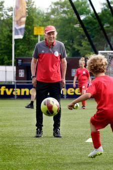 Wat een held! 'Ome Joop' wordt 85 jaar, maar geeft nog altijd training aan jeugd van IJsselmeervogels