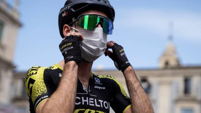 Simon Yates test positief op corona en stapt uit Giro