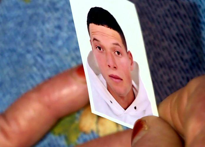Des sources proches du dossier ont confirmé à l'AFP que l'assaillant se nomme Brahim Aouissaoui. Il s'agit d'un homme de 21 ans originaire de Sfax en Tunisie et arrivé en France fin septembre via l'île italienne de Lampedusa où il avait été mis en quarantaine par les autorités locales avant d'être visé par une obligation de quitter le territoire italien et laissé libre.
