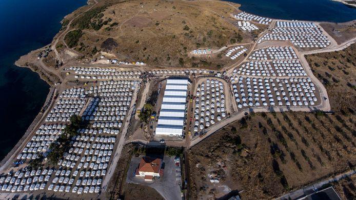 Na de verwoestende brand werd een nieuw, tijdelijk opvangkamp opgetrokken.