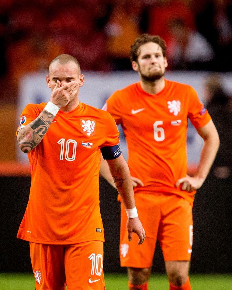 Wesley Sneijder en Daley Blind. Laatstgenoemde is inmiddels uitgegroeid tot belangrijke steunpilaar van het nieuwe Oranje. Sneijder is dat al jaren. Beeld anp