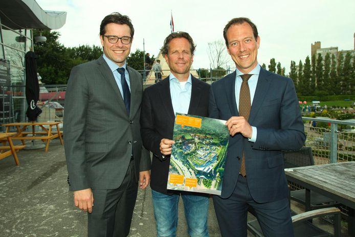 Wethouder Karsten Klein links, directeur Joris van Dijk midden en wethouder Boudewijn Revis rechts.
