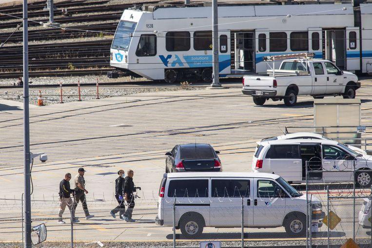 Op de plek waar de schietpartij plaatsvond, wordt nog forensisch onderzoek gedaan. Beeld AFP